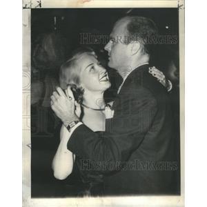1948 Press Photo Granville Husband Wrather Oil Man On Floor At Ciro's Nightspot