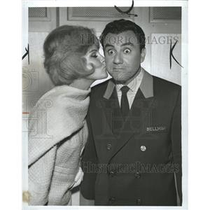 1963 Press Photo Virginia Kennedy Bill Dana Comedian - RRW31313