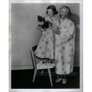 Pamela Britton and her Six-year-old daughter Kathy. - RRX36425