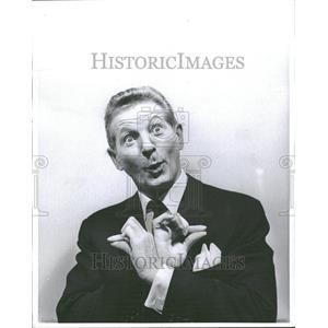 1981 Press Photo Danny Kaye American singer dancer song - RRV83961