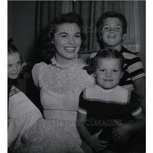 1951 Press Photo Actress Joanne Dru and Children