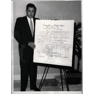 1961 Press Photo Perry Mason Raymond Burr Bill of Right - RRW27699