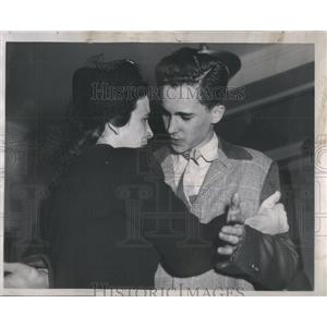 1945 Press Photo Donald Cook American Stage Film Actor Mother Isabel Edwards