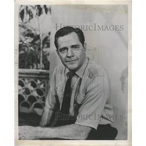 1956 Press Photo Actor Donald Woods - RRW27971