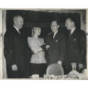 1945 Press Photo Anita Louise, William Kelly, Elmer Stevens and Walter Paepcke