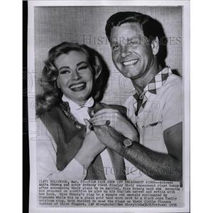 1956 Press Photo Actors Ekberg and Steel announce love - RRW19085
