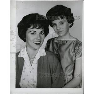 1961 Press Photo Actress Bess Myerson With Young Girl - RRW99869