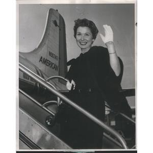 1957 Press Photo Television Commercial Actress Murdock Boarding Airplane