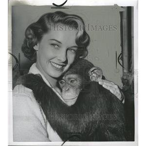 1954 Press Photo Chimp Lucky Mile Actress Vera - RRW32897