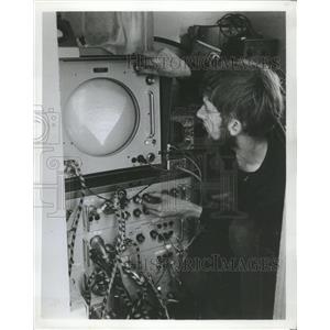 1968 Press Photo Trevor Smith Monitors Cathode Ray Tube - RRW37907