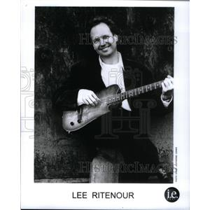 2001 Press Photo Lee Ritenour - RRX59353