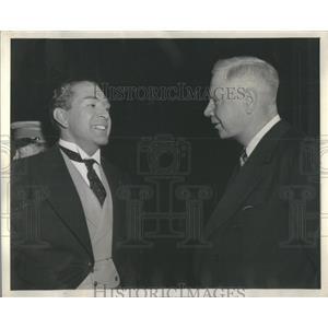 1943 Press Photo Actor J. Carrol Naish & Chicago Daily News Reporter Walter Robb