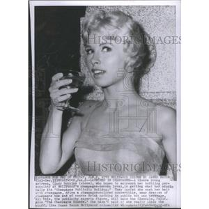 1958 Press Photo Actress Cindy Robbins sips champagne - RSC44483
