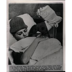 1961 Press Photo Tough Break Sophia Italian Madrid rest - RRW13627