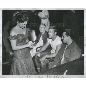 1955 Press Photo Marion Marlowe VA Hospital- RSA94541