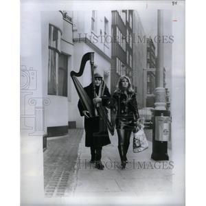 1969 Press Photo Tom Courtenoy Haphazard Fiana Lewis - RRX27955