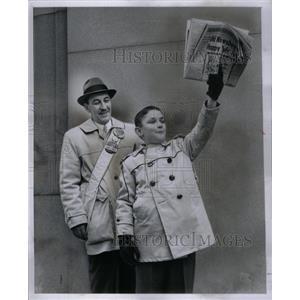 1959 Press Photo Frank and Michael Brady Old Newsboys - RRX59203