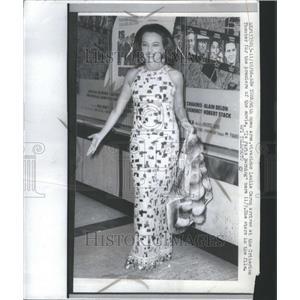 1966 Press Photo Leslie Caron Criterion Theater Movie - RRU10443