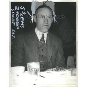 1934 Press Photo Raymond Ray Courtright Michigan Coach - RRU09735