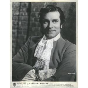 "1953 Press Photo Laurence Olivier in "" THE BEGGAR'S OPERA"" - RSC89863"
