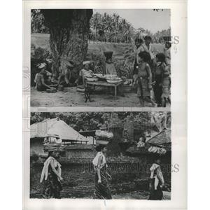 1953 Press Photo Indonesian Women and Market Scene. - RRX88119
