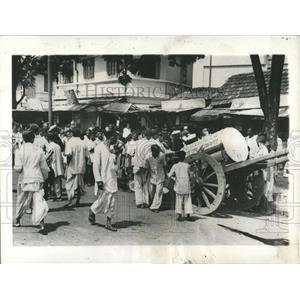 1942 Press Photo INDIANS STORAGE TANK KEROSENE - RRX83681