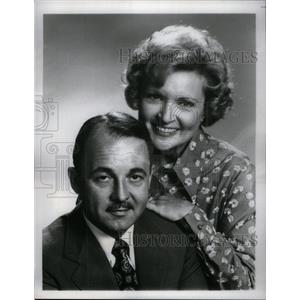 1977 Press Photo John Hillerman Betty White - RRX34195
