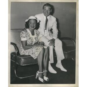 1938 Press Martha Raye And Boyfriend Backstage AT Chicago Theater - RSC90425