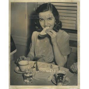 1953 Press Photo Mildred Shawa American Film Actress - RRU69965