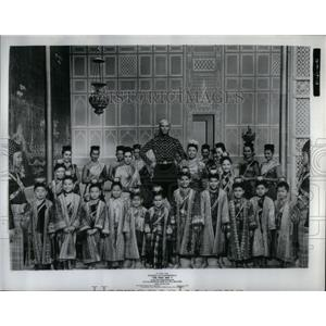 1956 Press Photo Yul Brynner star scene entertainers - RRX56035