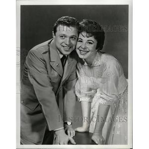 1959 Press Photo Eydie Gorme Steve Lawrence Golden Air - RRW95307