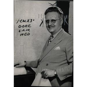 1944 Press Photo News Commentator Val Clare - RRW76649