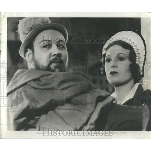 1939 Press Photo Charles Laughton Binnie Barns Hunchback Notre Dame - RSC37161