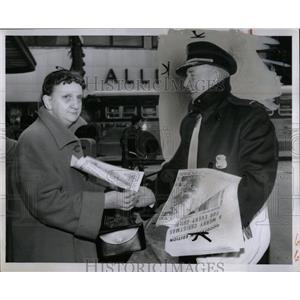 1956 Press Photo Newsboy Newpaper Woman