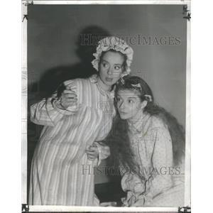 1941 Press Photo Elsa Lanchester Edith Barrett Ladies In Retirement - RSC03233