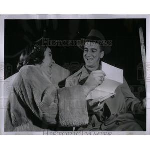 1953 Press Photo Ted Lindsay Margaritas Ann Horsier - RRX22171