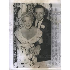 1955 Press Photo Actress Betty Hutton Alan Livingston Cut Wedding Cake