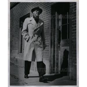 1956 Press Photo Columnist William J.Barker Actor - RRX34917