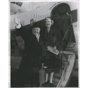 1956 Press Photo Actor Gene Lockhart Wife Ozark Airlines Beloit Wisconsin
