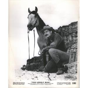 1957 Press Photo Jack Palance Anthony Perkins Aiken Roosevelt In The Lonely Man