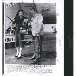 1959 Press Photo Arthur Godfrey and wife - RRW33691