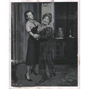 1952 Press Photo Julie Harris Olga Fabian Theater Act - RRW33705