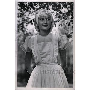 1962 Press Photo Actress Ferguson Wearing Dress Wig