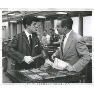 """1958 Press Photo Tommy Sands Stars """" Sing Boy Sing"""" in the composing Room"""