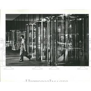 1982 Press Photo Jungle gym glass Chrome Monore Blood