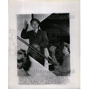 1953 Press Photo Crown Prince Akihito Japan Airport - RRX72999