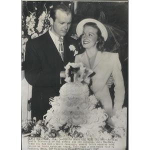 1947 Press Photo Wedding Shot Actress Bonita Granville and Husband - RSC86005