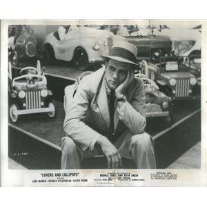 1956 Press Photo Gerald O'Loughlin Lovers Lollipops - RSC76465