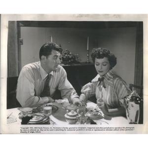 "1951 Press Photo Copy Robert Mitchum And Joyce MacKenzie In ""The Racket"""