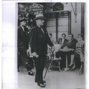 1956 Press Photo Harry Truman Jauntily Strolls Paris Boulevard Reminiscence